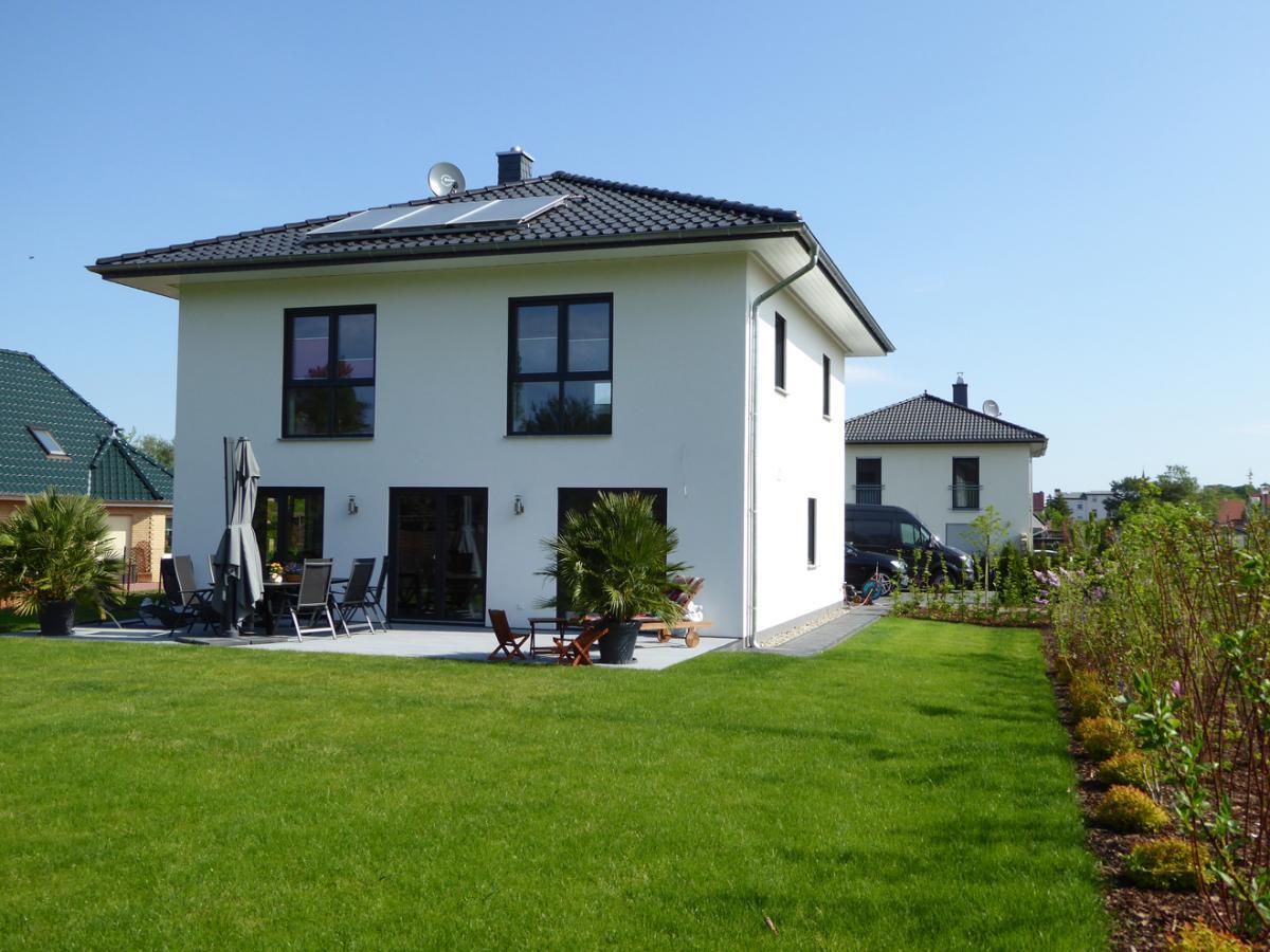 Stadtvilla mit erker  IDEAL Massivhaus GmbH, massiver Hausbau im Barnim und der Schorfheide